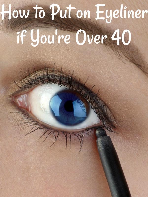 Apply eyeliner on wrinkled eyelid skin