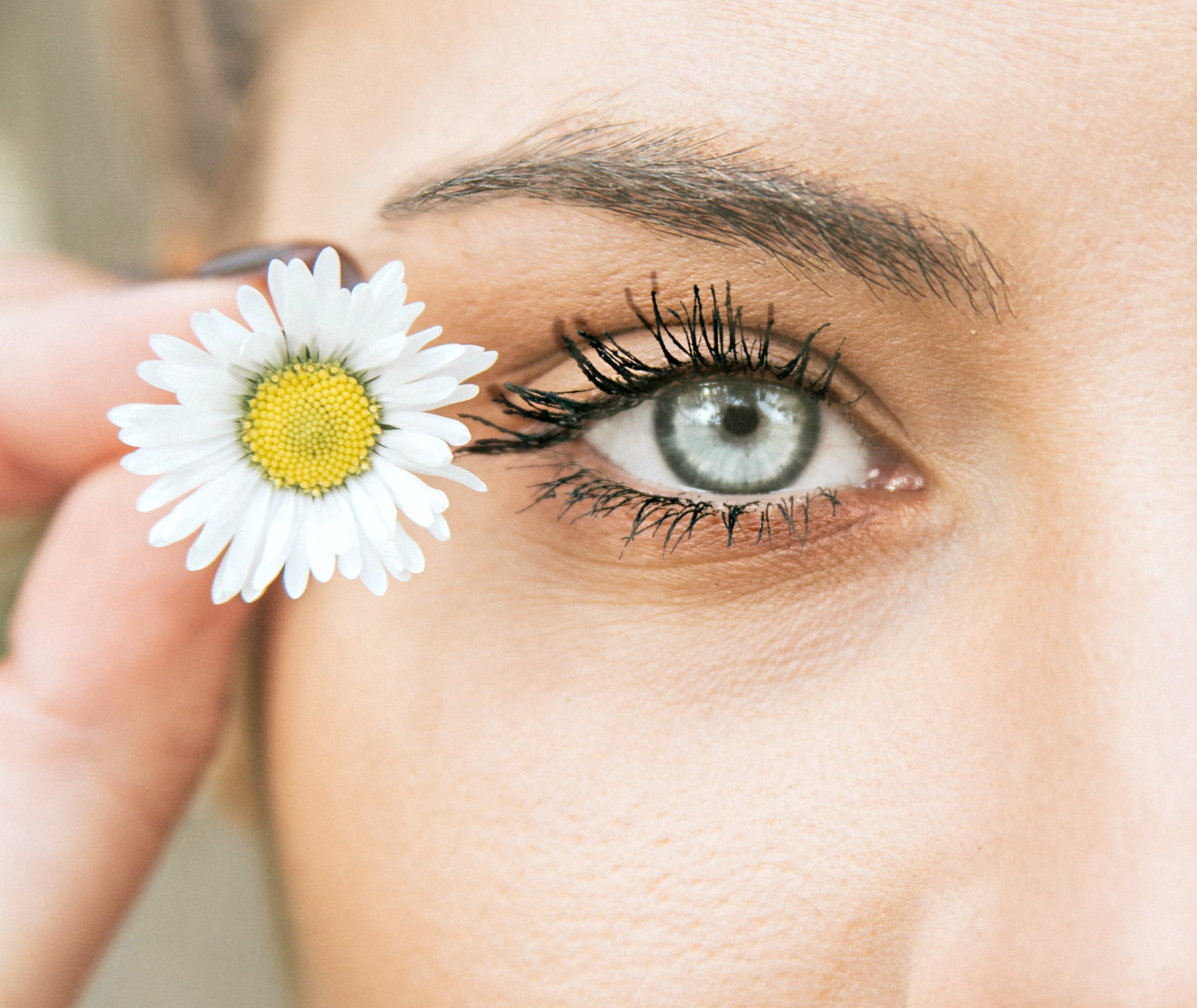 Tips for Long Eyelashes - How to Get Longer Lashes Naturally